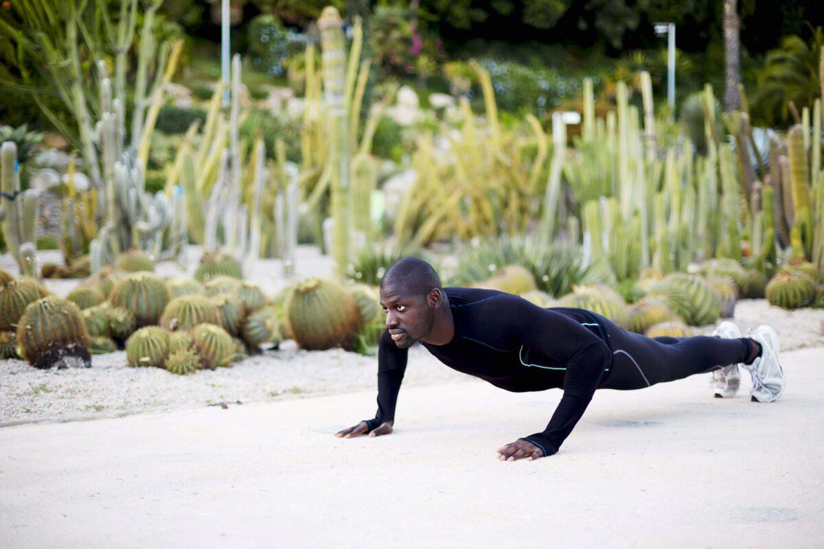 Man doing plank min
